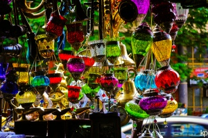 Shopping at Colaba Causeway, Mumbai. Source: MyGola.com