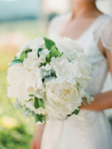 Gardenia bouquet. Photo: Eric Kelley via Wedding Chicks on ILoveSWmag.com. For more beautiful gardenia bridal photos and bouquets, click on the photo to go to the website.