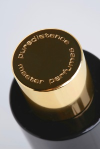Puredistance-Metal-Perfume-Spray-Cap-01-HR