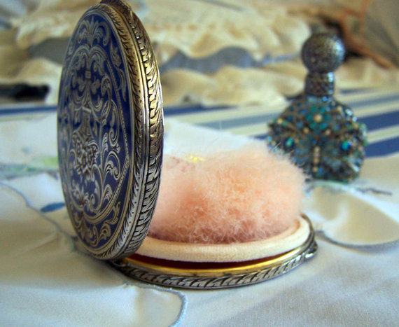 """Vintage 1930s Powder Puff Compact. Source: Etsy Boutique """"ItsAGoodThing"""" listing 72555631"""