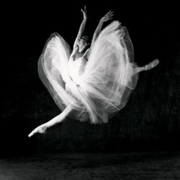 Isabel Munoz dancing. Photo: Le Ballet Nacional de Cuba