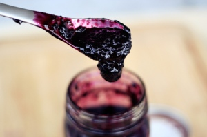 Source: Tasty Yummies blog. (Link to website embedded within photo. For recipe for Concord grape jam, click on photo.)