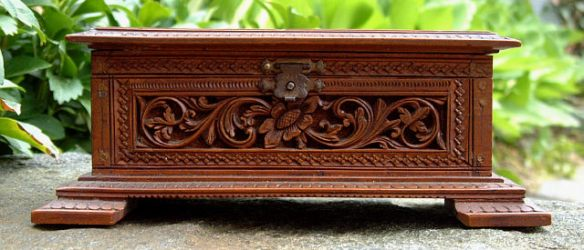 Source: antiquesandarts.com