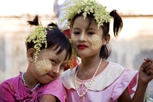 Girls with Thanaka cosmetic paste. Source: netmaa.org