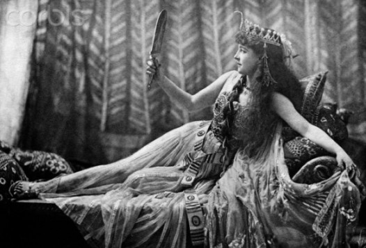 1891, the famous Lillie Langtry, future mistress of King Edward VII, posing as Cleopatra. Source: Corbis images.