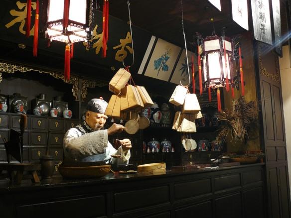 Model of an old Shanghai medicine shop. Source: arekusu.de http://www.arekusu.de/?p=292