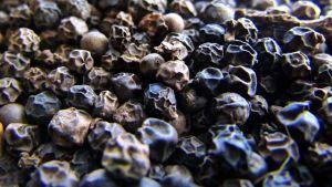 Black pimento pepper by R.Boroujerd via Wikicommons.