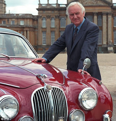 The photo used by Ida Meister to convey Nostalgia. Inspector Morse with his famous Jaguar.